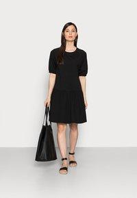 TOM TAILOR DENIM - BALLOON SLEEVE DRESS - Žerzejové šaty - deep black - 1