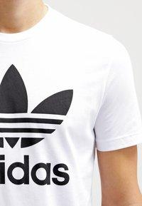 adidas Originals - ORIGINAL TREFOIL - T-shirt med print - white - 4