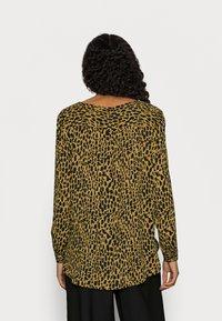 VILA PETITE - VILUCY SHIRT - Button-down blouse - butternut wild - 2
