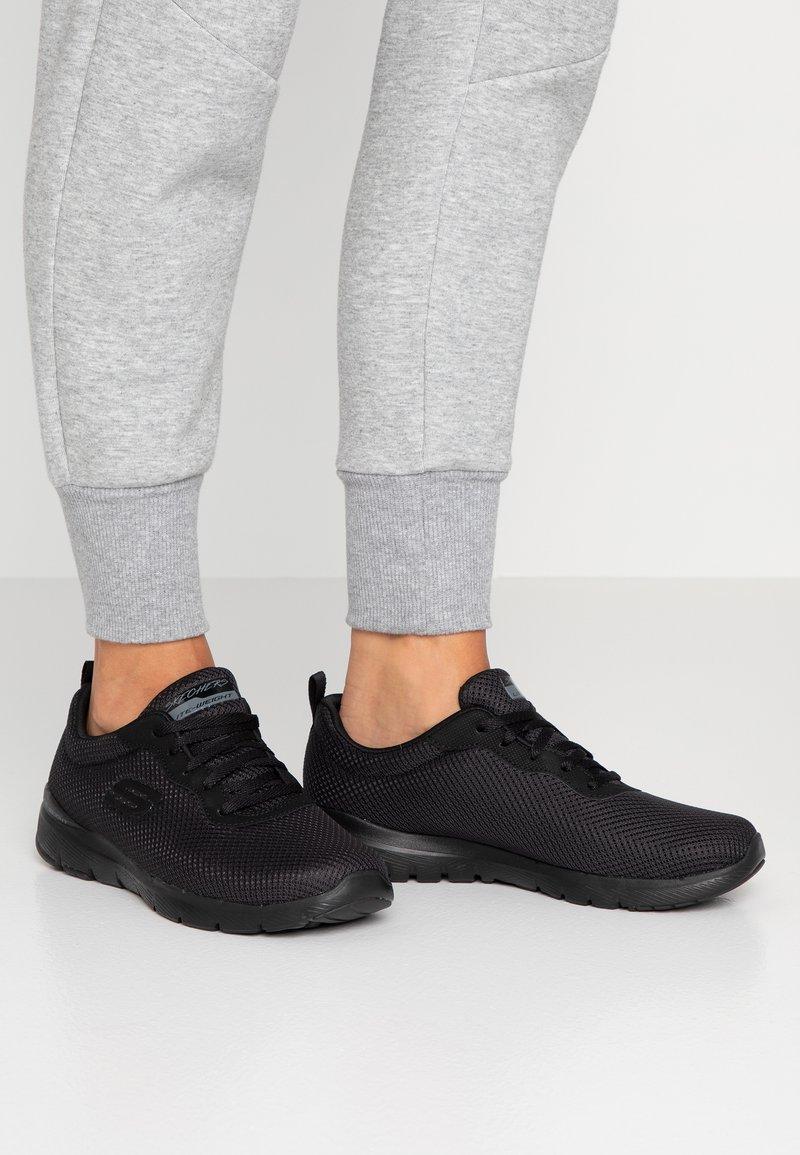 Skechers Wide Fit - FLEX APPEAL 3.0 - Sneakers laag - black