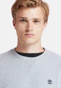 Timberland - EXETER RIVER BRUSHED BACK - Sweatshirt - medium grey heather - 4