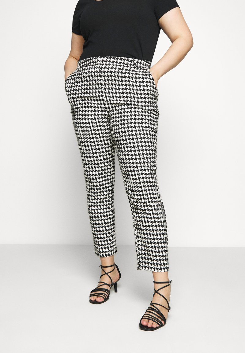 CAPSULE by Simply Be - HOUNDSTOOTH TAPERED TROUSERS - Trousers - black/white