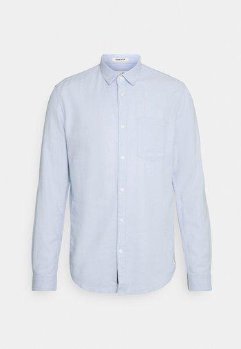Skjorta - light blue dobby