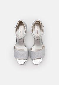Tamaris - Sandales à plateforme - silver glam - 4