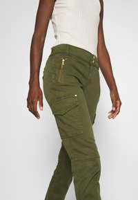 Mos Mosh - GILLES CARGO PANT - Trousers - army - 3
