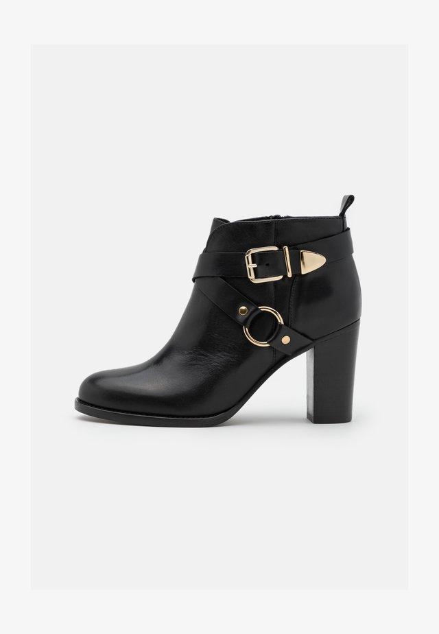 ATMOVI - Korte laarzen - noir