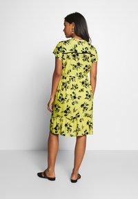 Queen Mum - DRESS NURS BANGKOK - Korte jurk - sunshine - 2