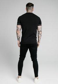 SIKSILK - DUALITY GYM TEE - T-shirt - bas - black - 2