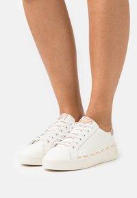 Pepe Jeans - BRIXTON FRESH - Sneakers basse - white - 0
