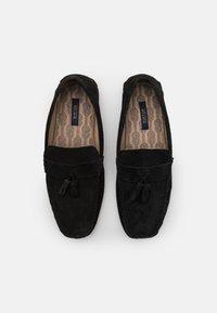 Burton Menswear London - FLINT TASSEL DRIVER - Mokasíny - black - 3
