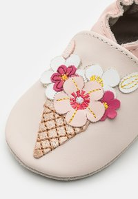 Robeez - ICE FLOWERS - First shoes - beige - 5