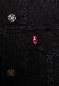 Levi's® - VINTAGE FIT TRUCKER UNISEX - Kurtka jeansowa - black trucker - 6