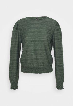 ONLKELLY SHORT - Maglietta a manica lunga - pine grove
