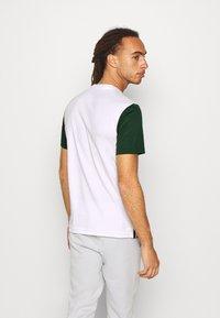 Lacoste Sport - TENNIS  - Print T-shirt - white/green - 2