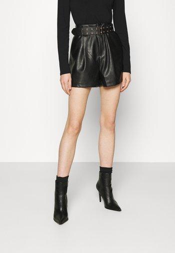 AVERY - Shorts - black