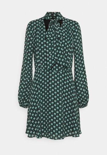 DOLLEY - Vestido informal - green
