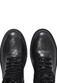 Inuovo - Platform ankle boots - black croco obl - 6