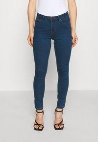 Vero Moda Petite - VMJUDY - Jeans Skinny Fit - medium blue denim - 0