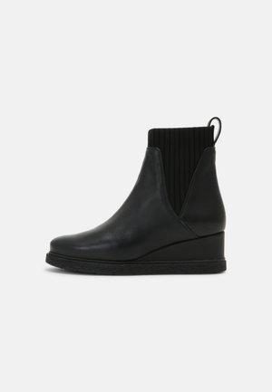 JUALO - Kotníkové boty na platformě - black
