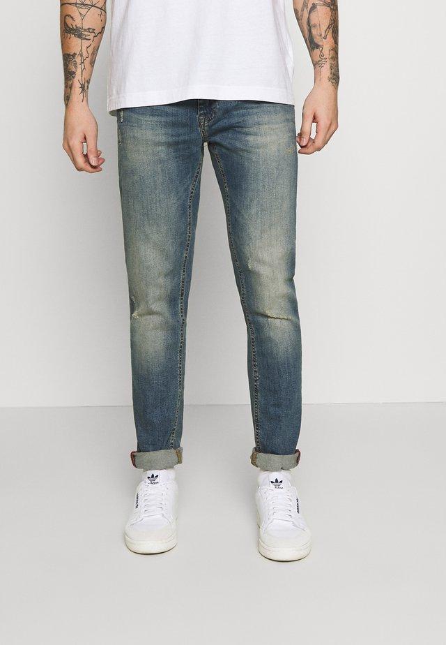 SCRATCHES - Jeans slim fit - denim vintage blue