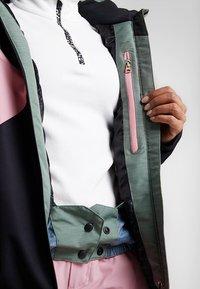 Brunotti - SHEERWATER WOMEN SNOWJACKET - Snowboard jacket - black - 5