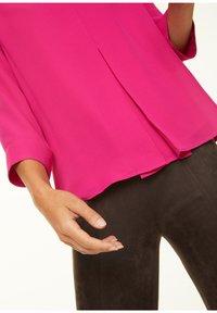 comma - MIT LAYERING-EFFEKT - Blouse - deep pink - 3
