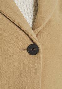 Vero Moda Curve - VMCALACINDY JACKET - Classic coat - tigers eye - 4