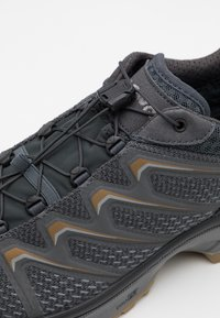 Lowa - MADDOX GTX - Chaussures de marche - graphite/bronze - 5