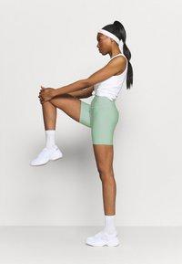 Cotton On Body - REVERSIBLE BIKE SHORT - Leggings - mint chip - 1