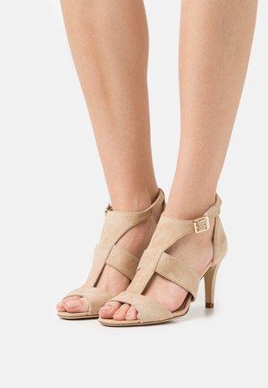 AMARTA - Sandals - sable