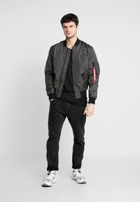 Alpha Industries - Giubbotto Bomber - grey/black - 1
