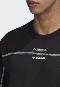 adidas Originals - R.Y.V. T-SHIRT - T-shirts med print - black - 5
