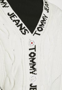 Tommy Jeans - BRANDED NECK CARDIGAN - Cardigan - snow white - 7