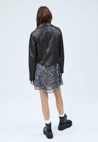 Pepe Jeans - GWEN - Imitert skinnjakke - black - 2