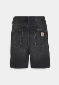 Carhartt WIP - NEWEL MAITLAND - Denim shorts - black mid worn wash - 1