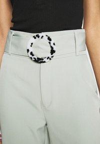 Missguided - BELT DETAIL STRAIGHT LEG TROUSERS - Pantalones - mint - 4