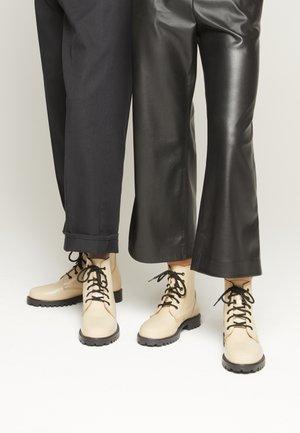 KEFF UNISEX - Šněrovací kotníkové boty - desert beige