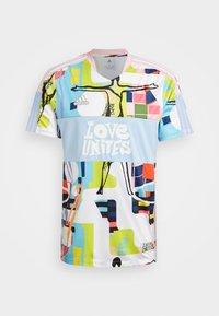 TIRO LOVE - Camiseta de deporte - true pink/glow blue