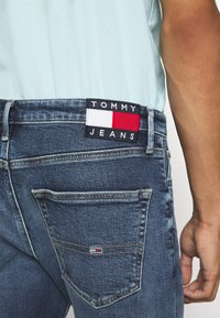 Tommy Jeans - DAD - Straight leg jeans - barton mid blue comfort - 5