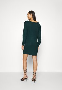 Missguided - AYVAN OFF SHOULDER JUMPER DRESS - Gebreide jurk - forest green - 2