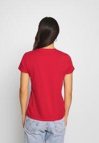Levi's® - PERFECT TEE - Print T-shirt - tomato - 2
