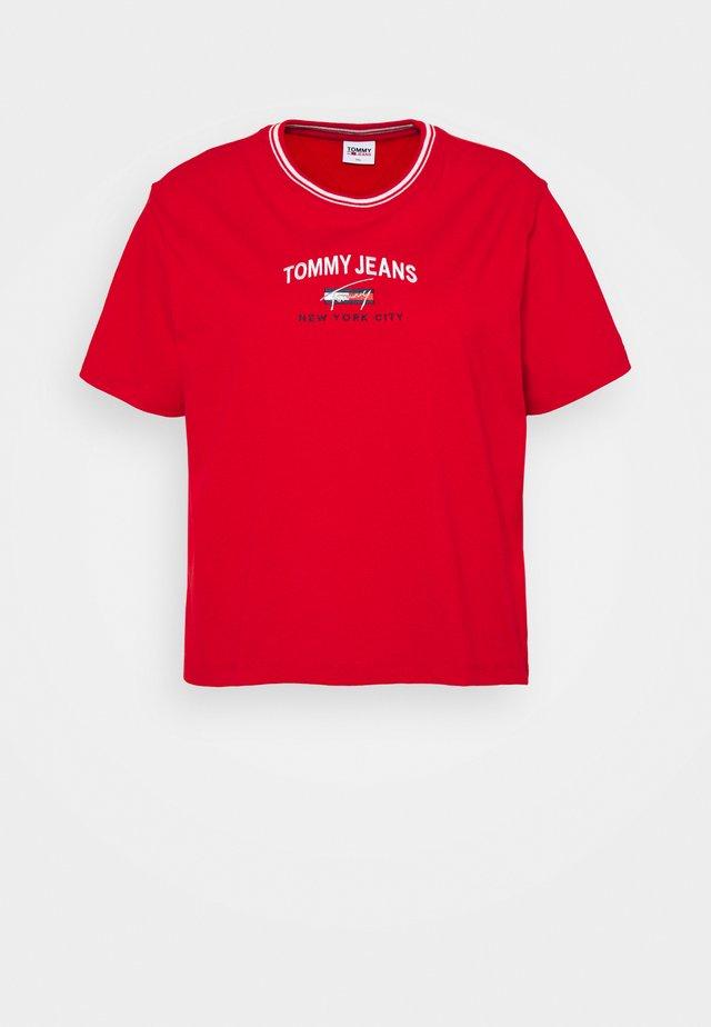 TIMELESS SCRIPT TEE - T-shirt con stampa - deep crimson