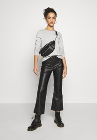 ONLY - ONLWENDY ONECK - Sweatshirt - light grey melange - 1