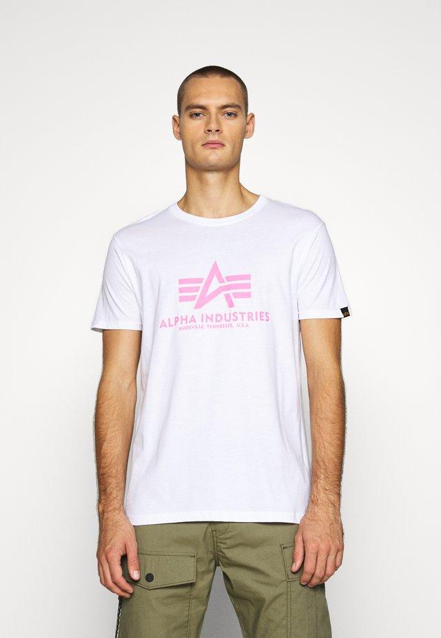 BASIC - Triko spotiskem - white/neon pink