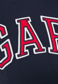 GAP - BAS ARCH - Print T-shirt - tapestry navy - 5
