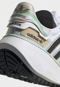 adidas Originals - CHOIGO  - Tenisky - ftwr white/core black/frozen green - 9