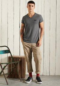 Superdry - T-shirt basic - black grit - 0