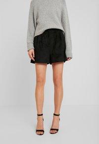 Forever New - Shorts - black - 0