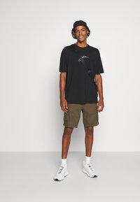 Good For Nothing - OVERSIZED SCRIPT - T-shirt print - black - 1