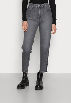 MOM JEAN - Jeansy Relaxed Fit - denim grey